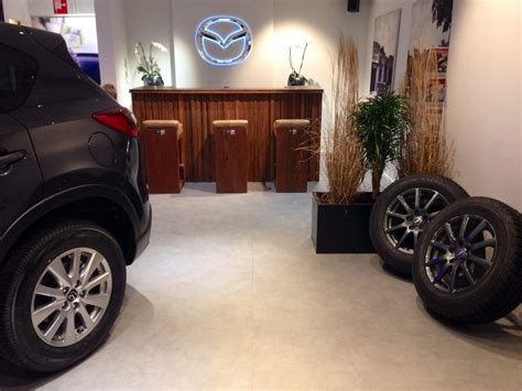 mazda store zw6 redesign pop up store leiden zw6 interior