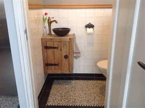 fonteintje voor toilet fonteintje toilet van oud hout toilet pinterest oud