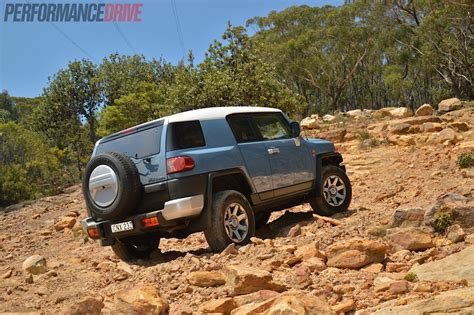 2014 toyota fj cruiser review 2014 toyota fj cruiser review performancedrive