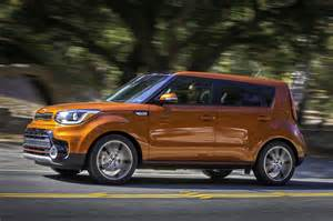 2017 kia soul turbo side in motion 11 motor trend