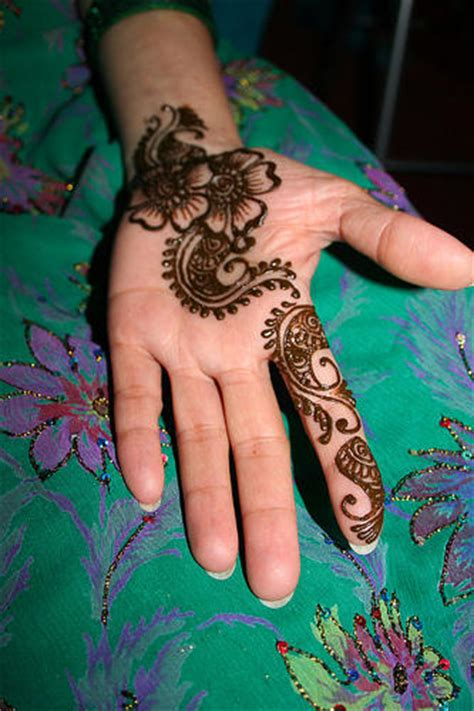 simple light mehndi designs on hand fashion for girls