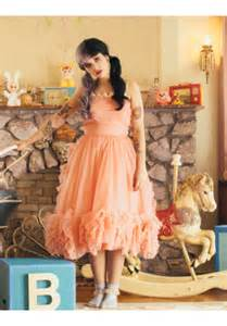 melanie martinez peach cocktail party homecoming prom