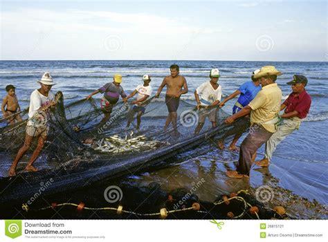 imagenes graciosos de pescadores trabajo de los pescadores foto editorial imagen 26815121