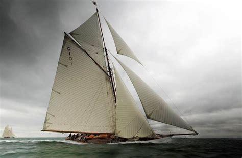 sailboats under sail famous sailboat under sails j class racing america s cup