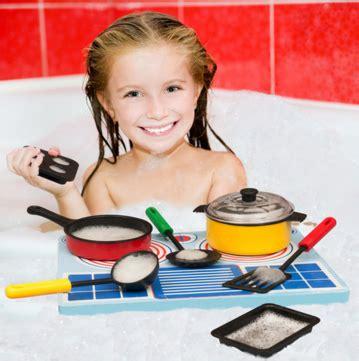 think toys floating creative bathtime play helper