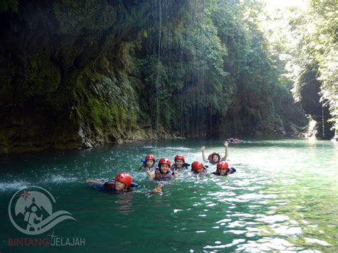 Helm Rafting Panjat 7 wisata ekstrim yang harus kamu coba minimal sekali