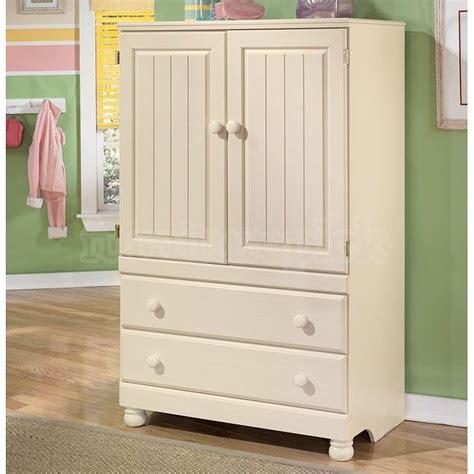 ashley furniture armoire las 25 mejores ideas sobre liquidaci 243 n de muebles ashley