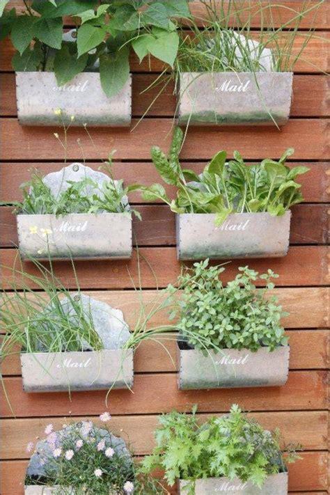 herbs on wall makaranga garden lodge herb wall jpg 533 215 800 diggin in
