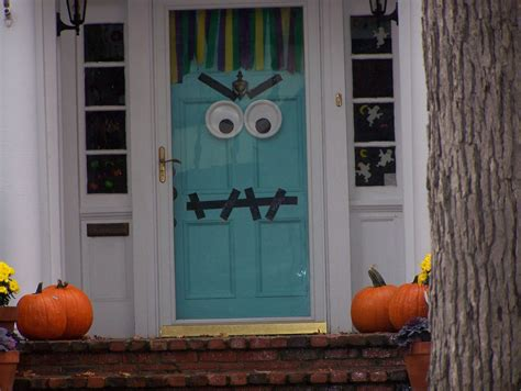 decorate your home for halloween heidi s wanderings there s a monster on the door