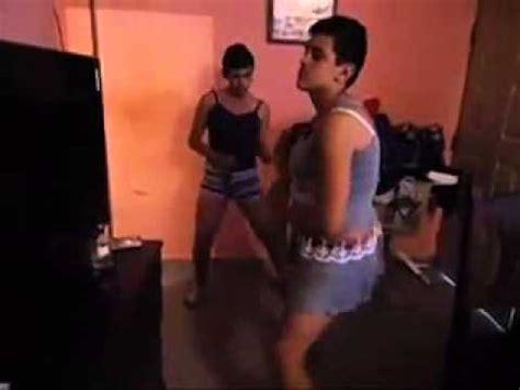 graciosos chicos vestidos de mujer youtube