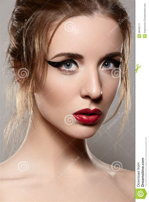 imagenes maquillaje retro modele con maquillaje retro los labios del vintage y el
