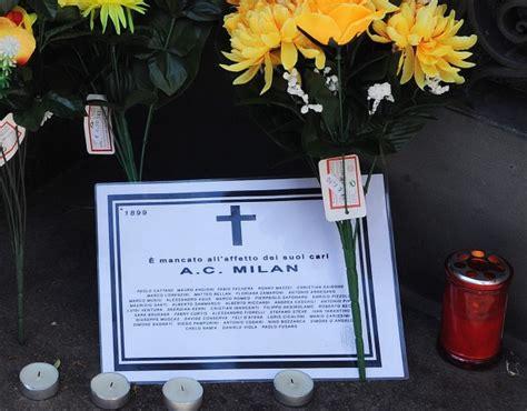 sede milan via turati foto milan sotto la sede in via turati l altarino funebre