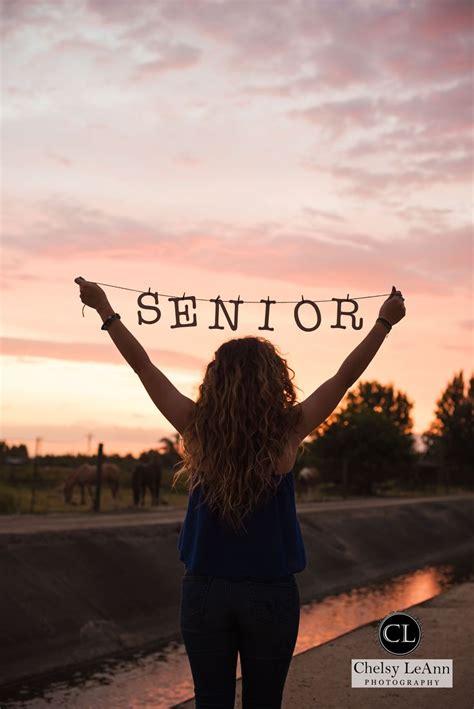 senior ideas 25 unique senior pictures ideas on senior