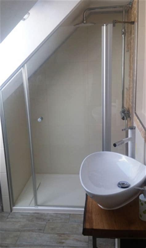 duschkabine unter dachschräge duschabtrennungen glasduschen duschabtrennungen aus glas