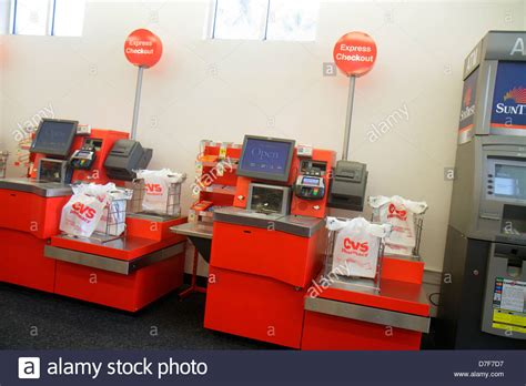 cvs zahl kreditkarte self service checkout stockfotos self service checkout