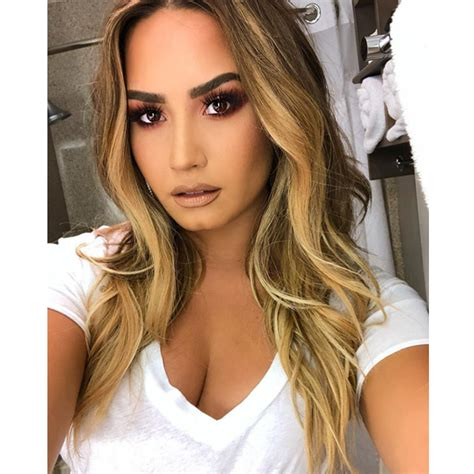 did demi lovato have blond hair demi lovato s new blonde haircolor behindthechair