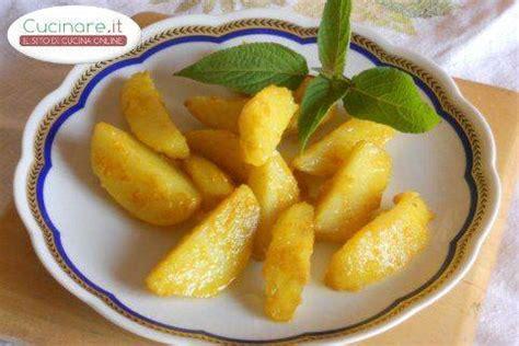 cucinare patate rosse patate rosse cotte in forno e aromatizzate alla curcuma