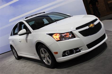 2015 chevrolet cruze at 2014 new york auto show 2015 chevy cruze gets new styling and tech 2014 new york