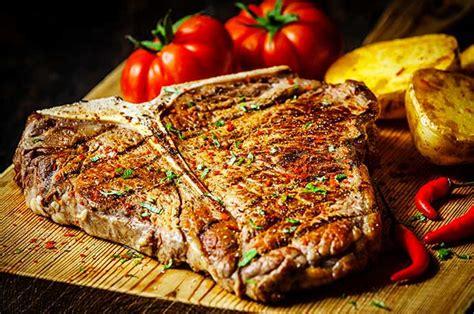 fiorentina come cucinarla bistecca alla fiorentina cosa 232 come cucinarla preparazione