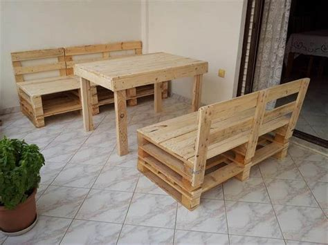 Pallet Table And Chairs by 30 Diy Pallet Furniture Projects 99 Pallets
