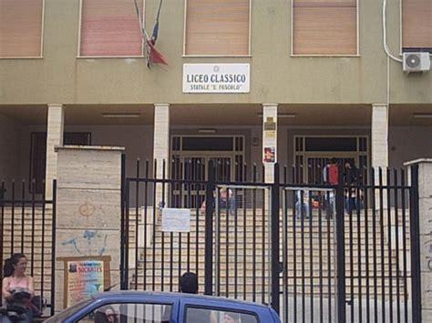liceo classico ugo foscolo pavia canicatt 236 protesta studenti occupati il liceo classico e