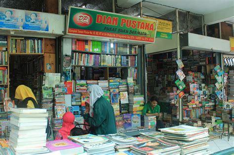 Rak Buku Di Yogyakarta shopping center buku murah wisata yogyakarta