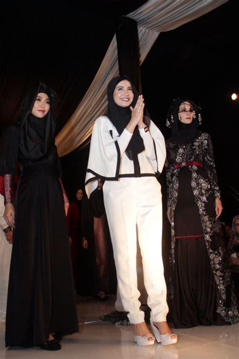 Koleksi Fashion Hijab Zaskia Sungkar   Dream.co.id