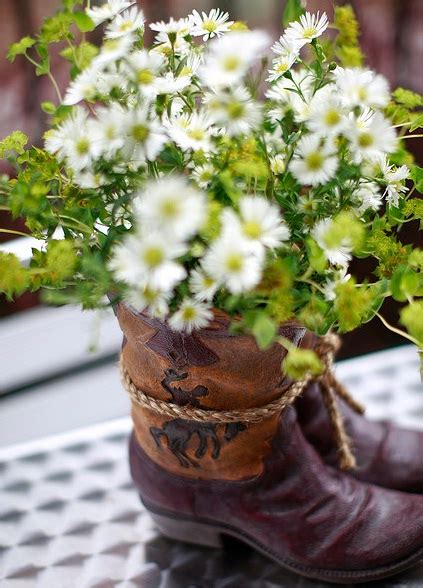 Cowboy Boot Vase Wedding Decorations by Cowboy Boot Wedding Centerpieces And Western Wedding How