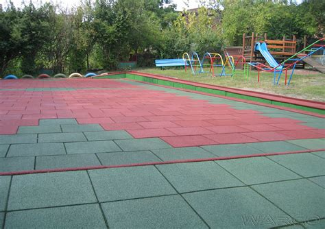 pavimenti per parco giochi il parco giochi sicuro con le lastre antitrauma di warco