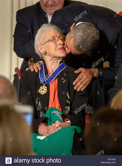 katherine johnson images katherine johnson receives presidential medal of freedom 2