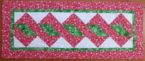free pattern quilted table runner quilt inspiration free pattern day christmas table runners