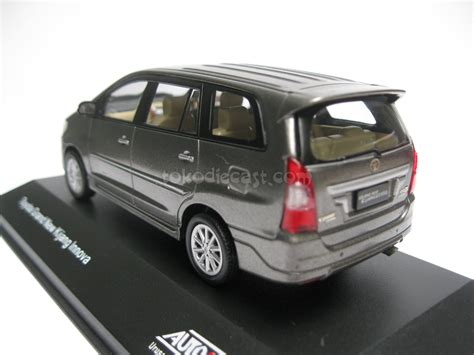 Diecast Miniatur Mobil Ths 143 Auto2000 Jual Toyota Grand Innova Grey Diecast Miniatur Mobil 1 43