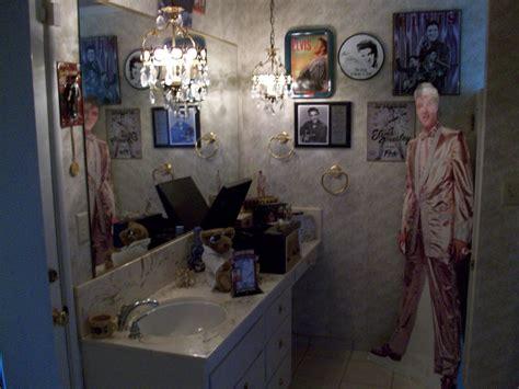 elvis bathroom elvis bathroom 28 images elvis in a train bathroom