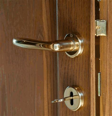 aprire serratura porta interna glossario dizionario illustrato e animato di arredamento