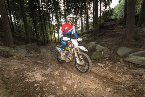 Enduro Motorradreifen Test 2016 by Motorradreifendirekt Welcher Ist Der Beste Gro 223 Er