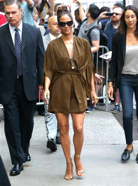 Halle Berry On The Set Of Morning America by Style File Halle Berry Hits The Sidewalks Of Ny In