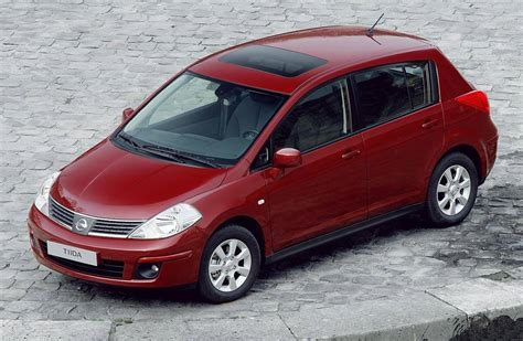 nissan tiida 2011 nissan tiida 2006 2011 carzone used car buying guides