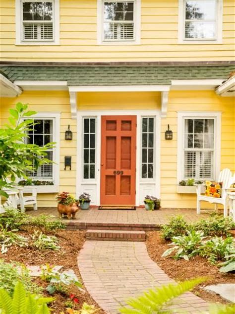 houses with yellow siding 25 best ideas about yellow houses on pinterest yellow
