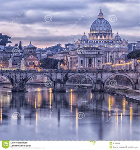 rome et la rivi 232 re le tibre au cr 233 puscule images libres de droits image 37906969