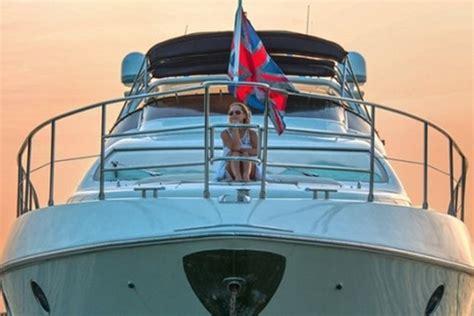 rent boat overnight miami luxury boat rentals miami fl azimut motor yacht 1030