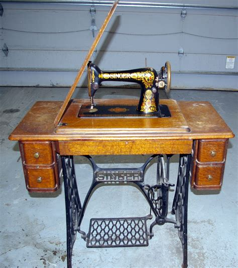 antique singer sewing machine in cabinet antique singer sewing machine 1913 cabinet style no 66 1