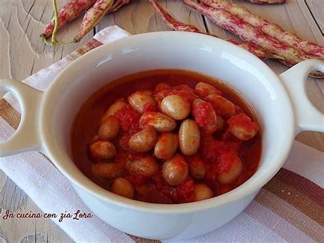 come cucinare i borlotti freschi fagioli borlotti freschi al pomodoro in cucina con zia lora