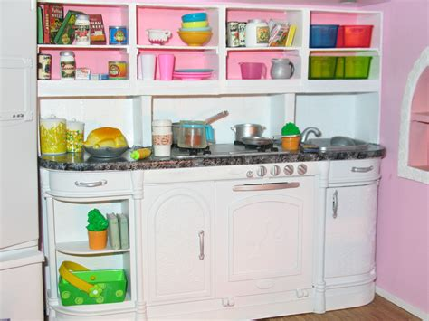 Artsy Fartsy: Barbie's Kitchen