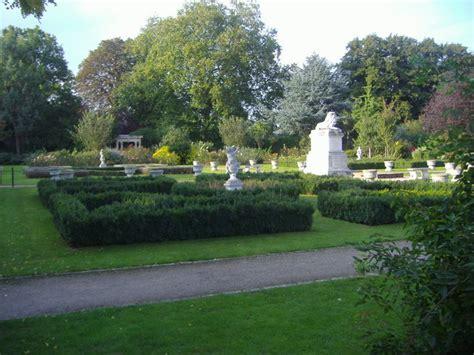 Walled Garden Sunbury The Walled Garden Sunbury Park 169 David Howard Cc By Sa 2