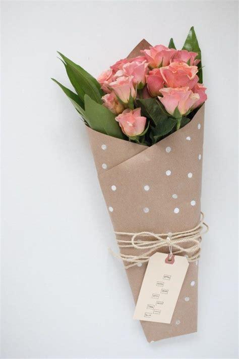 Starry Pink Bouquet Graduation Paper Flower 10 diy ways to wrap a flower bouquet for a gift flores flower bouquets wraps