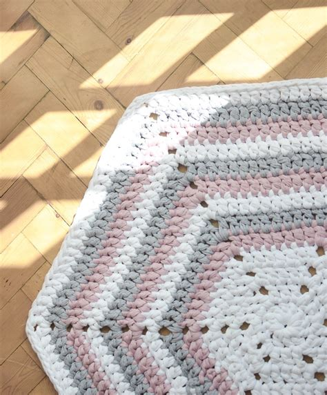 Hexagon Crochet Rug Pattern by Stripy Hexagon Diy Crochet Rug Song Of The Stitch