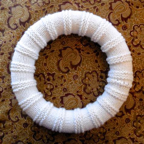 knitting pattern christmas garland free pattern snowball wreath florriemarie