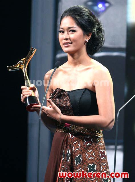 foto anugrah piala citra ffi 2011 foto 10 dari 23 foto prisia nasution menang piala citra kategori aktris