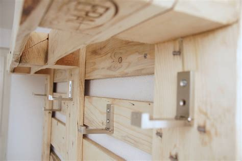 möbel aus europaletten bett himmelbett selber bauen