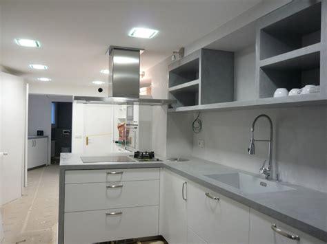 pin de maye en cemento pulido cocinas gabinetes cocina